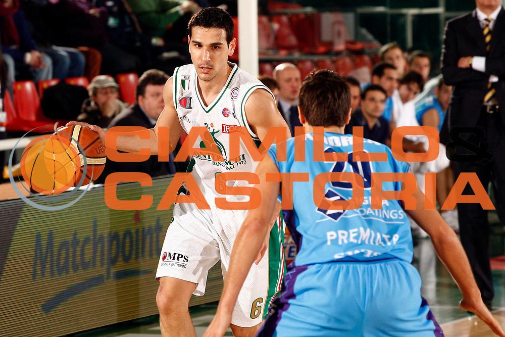 DESCRIZIONE : Avellino Final 8 Coppa Italia 2010 Quarto di Finale Montepaschi Siena Sigma Coatings Montegranaro<br /> GIOCATORE : Nikolaos Zisis<br /> SQUADRA : Montepaschi Siena<br /> EVENTO : Final 8 Coppa Italia 2010 <br /> GARA : Montepaschi Siena Sigma Coatings Montegranaro<br /> DATA : 19/02/2010<br /> CATEGORIA : palleggio<br /> SPORT : Pallacanestro <br /> AUTORE : Agenzia Ciamillo-Castoria/P.Lazzeroni<br /> Galleria : Lega Basket A 2009-2010 <br /> Fotonotizia : Avellino Final 8 Coppa Italia 2010 Quarto di Finale Montepaschi Siena Sigma Coatings Montegranaro<br /> Predefinita :