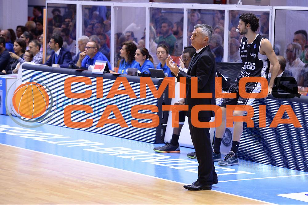DESCRIZIONE : Brindisi  Lega A 2015-16<br /> Enel Brindisi Obiettivo Lavoro Virtus Bologna<br /> GIOCATORE : Giorgio Valli <br /> CATEGORIA : Allenatore Coach  Mani<br /> SQUADRA : Obiettivo Lavoro Virtus Bologna<br /> EVENTO : Campionato Lega A 2015-2016<br /> GARA :Enel Brindisi Obiettivo Lavoro Virtus Bologna<br /> DATA : 11/10/2015<br /> SPORT : Pallacanestro<br /> AUTORE : Agenzia Ciamillo-Castoria/M.Longo<br /> Galleria : Lega Basket A 2014-2015<br /> Fotonotizia : Brindisi  Lega A 2015-16 Enel Brindisi Obiettivo Lavoro Virtus Bologna<br /> Predefinita :