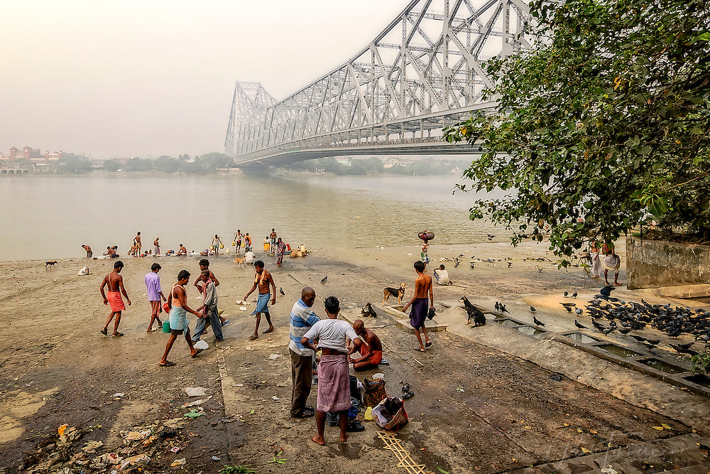 Daily life at a quay near the Howrah Bridge