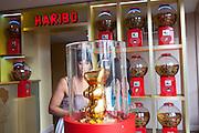 L'ours d'or, précurseur du bonbon ludique et symbole du succès de la société Haribo trône dans le hall d'entrée du Musee du bonbon Haribo a Uzes dans le Gard, France.