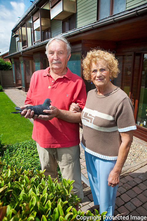 358209-Duivenmelker Frans Lodewijckx en echtgenote Scheers José-Binnenweg 8 Beerzel