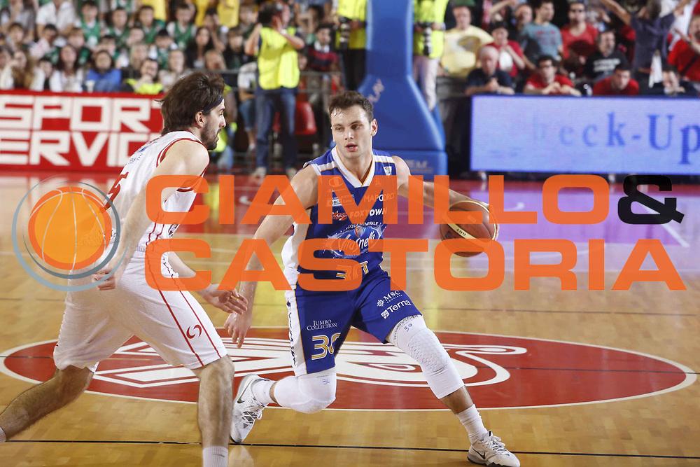 DESCRIZIONE : Reggio Emilia Lega A 2013-14 Grissin Bon Reggio Emilia Acqua Vitasnella Cantu<br /> GIOCATORE : Stefano Gentile<br /> CATEGORIA : palleggio<br /> SQUADRA : Acqua Vitasnella Cantu<br /> EVENTO : Campionato Lega A 2013-2014 <br /> GARA : Grissin Bon Reggio Emilia Acqua Vitasnella Cantu<br /> DATA : 04/05/2014<br /> SPORT : Pallacanestro <br /> AUTORE : Agenzia Ciamillo-Castoria/E.Rossi<br /> Galleria : Lega Basket A 2013-2014   <br /> Fotonotizia : Reggio Emilia Lega A 2013-14 Grissin Bon Reggio Emilia Acqua Vitasnella Cantu