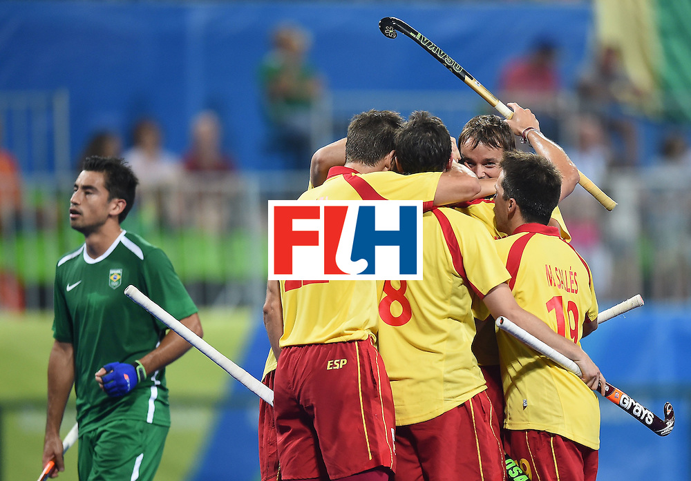 Spain teammates celebrate scoring a goal during the men's field hockey Spain vs Brazil match of the Rio 2016 Olympics Games at the Olympic Hockey Centre in Rio de Janeiro on August, 6 2016. / AFP / MANAN VATSYAYANA        (Photo credit should read MANAN VATSYAYANA/AFP/Getty Images)