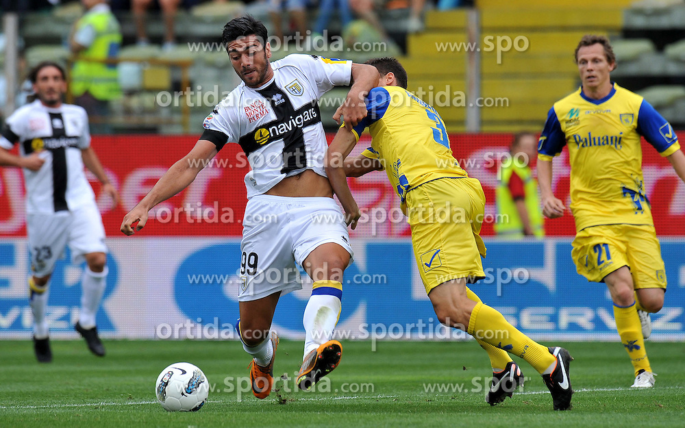 18.09.2011, Ennio Tardini, Parma, ITA, Serie A, FC Parma vs AC Chievo Verona, im Bild Marco ANDREOLLI (Chievo Verona), Graziano PELLE (Parma) // during Serie A Football game between FC Parma and AC Chievo Verona, at Ennio Tardini in Parma, Italy on 18/09/2011. EXPA Pictures © 2011, PhotoCredit: EXPA/ InsideFoto/ Alessandro Sabattini +++++ ATTENTION - FOR AUSTRIA/(AUT), SLOVENIA/(SLO), SERBIA/(SRB), CROATIA/(CRO), SWISS/(SUI) and SWEDEN/(SWE) CLIENT ONLY +++++