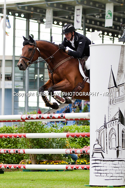 NZL-Mark Todd (Jonelle Richards-FLINTSTAR) 2012 GER-CHIO Aachen Weltfest des Pferdesports (Friday) - DHL Preis CICO*** Eventing Showjumping: INTERIM-31ST