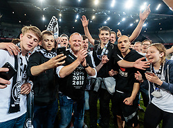 09.05.2018, Woerthersee Stadion, Klagenfurt, AUT, OeFB Uniqa Cup, SK Puntigamer Sturm Graz vs FC Red Bull Salzburg, Finale, im Bild Trainer Heiko Vogel (SK Puntigamer Sturm Graz) und Fans des SK Puntigamer Sturm Graz feiert den Titel // during the final match of the ÖFB Uniqa Cup between SK Puntigamer Sturm Graz and FC Red Bull Salzburg at the Woerthersee Stadion in Klagenfurt, Austria on 2018/05/09. EXPA Pictures © 2018, PhotoCredit: EXPA/ Johann Groder
