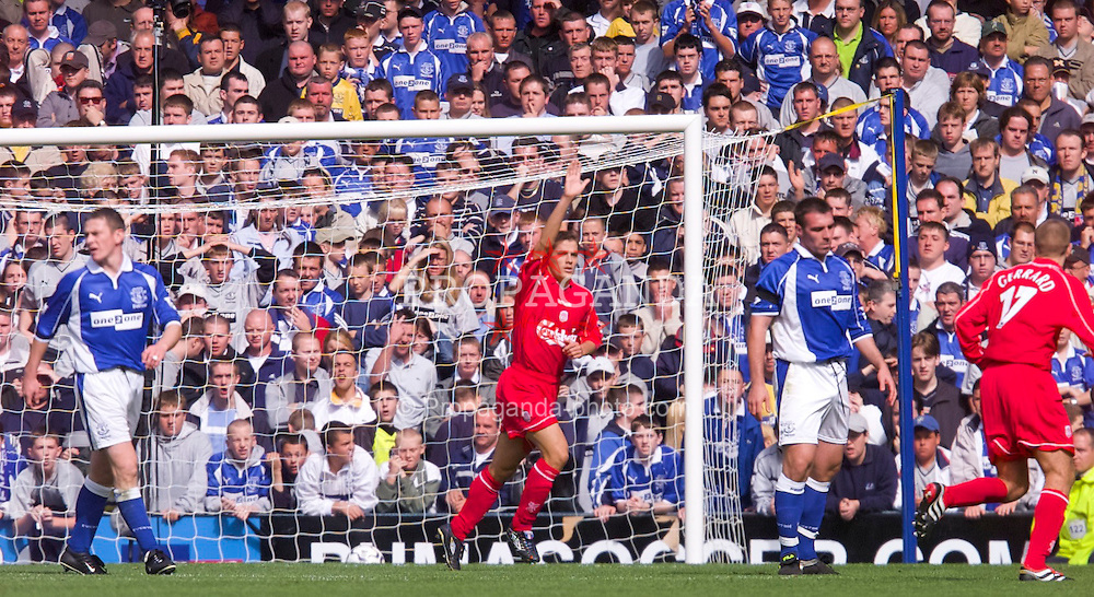 LIVERPOOL, ENGLAND - Saturday, September 15, 2001: Liverpool's Michael Owen celebrates scoring against Everton during the Premiership match at Goodison Park. (Pic by David Rawcliffe/Propaganda)