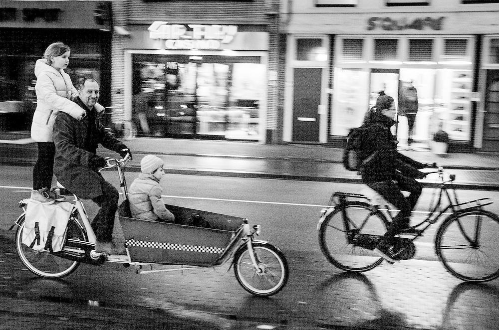 Nederland, Utrecht, 23 jan 2014<br /> Fietsers op fietspad<br /> <br /> Foto: Michiel Wijnbergh