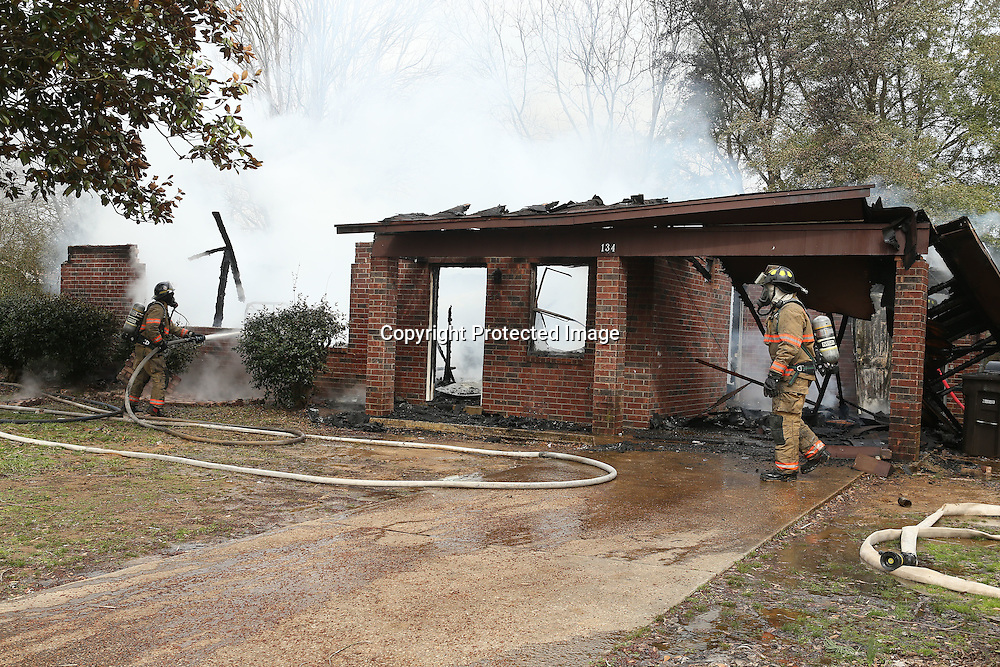Adam Robison   BUY AT PHOTOS.DJOURNAL.COM<br /> Firefighters with the Verona Fire Department work on putting out a fire at 134 Presley Drive in Verona on Monday morning.