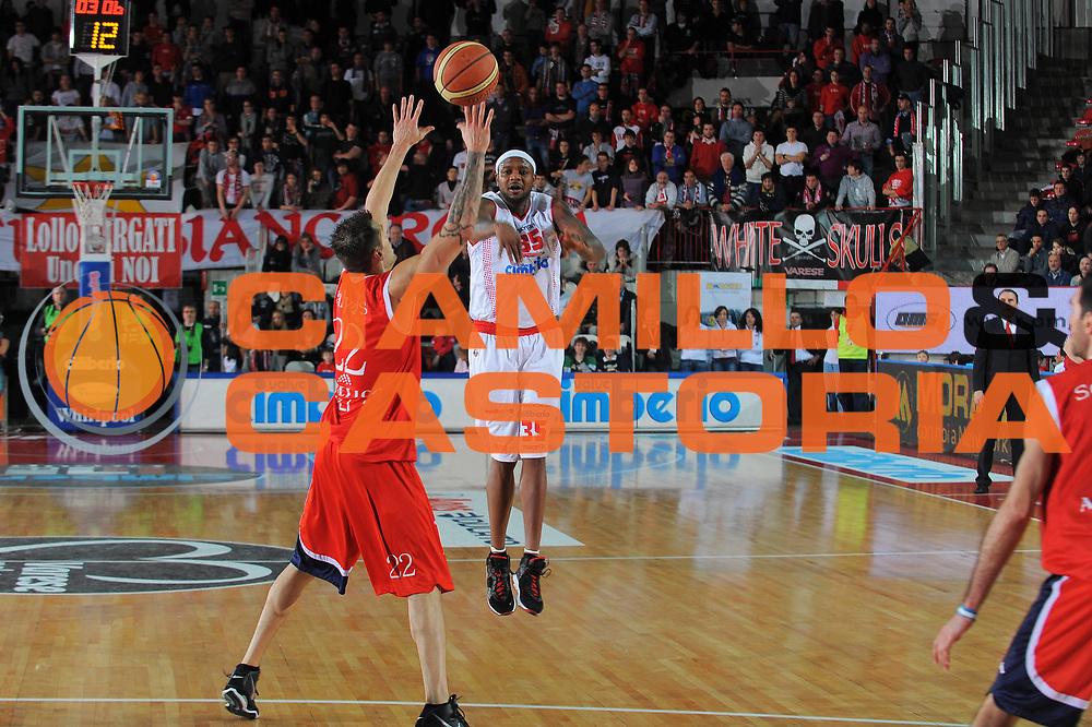 DESCRIZIONE : Varese Lega A 2010-11 Cimberio Varese Angelico Biella<br /> GIOCATORE : Ronald Slay<br /> SQUADRA : Cimberio Varese<br /> EVENTO : Campionato Lega A 2010-2011<br /> GARA : Cimberio Varese Angelico Biella<br /> DATA : 02/01/2011<br /> CATEGORIA : Passaggio<br /> SPORT : Pallacanestro<br /> AUTORE : Agenzia Ciamillo-Castoria/A.Dealberto<br /> Galleria : Lega Basket A 2010-2011<br /> Fotonotizia : Varese Lega A 2010-11Cimberio Varese Angelico Biella<br /> Predefinita :