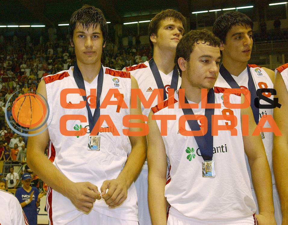 DESCRIZIONE : Belgrado Campionato Europeo Maschile Under 18 <br /> GIOCATORE : Team Turchia <br /> SQUADRA : Turchia <br /> EVENTO : Campionato Europeo Maschile Under 18 <br /> GARA : <br /> DATA : 24/07/2005 <br /> CATEGORIA : Premiazione <br /> SPORT : Pallacanestro <br /> AUTORE : Agenzia Ciamillo-Castoria