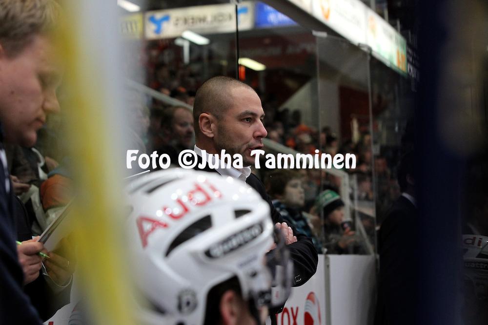 1.11.2011, Hmeenlinna...Jkiekon SM-liiga 2011-12. HPK - Blues..Valmentaja Mikko Saarinen - Blues