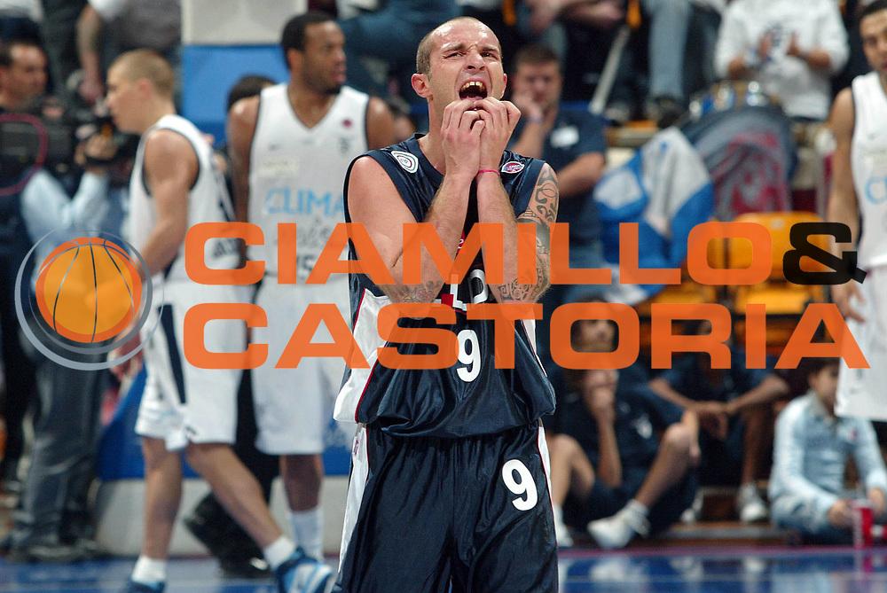 DESCRIZIONE : Bologna Lega A1 2006-07 Climamio Fortitudo Bologna Eldo Napoli <br /> GIOCATORE : Spinelli<br /> SQUADRA : Eldo Napoli<br /> EVENTO : Campionato Lega A1 2006-2007 <br /> GARA : Climamio Fortitudo Bologna Eldo Napoli <br /> DATA : 05/11/2006 <br /> CATEGORIA : delusione<br /> SPORT : Pallacanestro <br /> AUTORE : Agenzia Ciamillo-Castoria/G.Livaldi