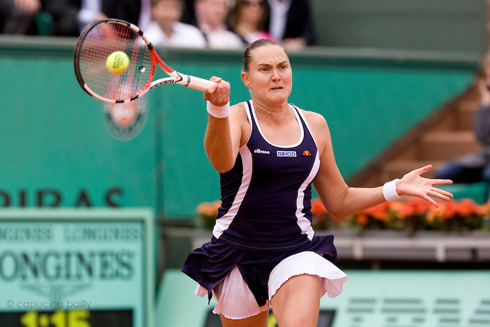 Paris, France. May 27th 2009. .Roland Garros - Tennis French Open. 1st Round..Russian player Nadia Petrova against Maria Sharapova..
