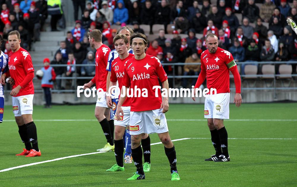 23.4.2015, Sonera Stadion, Helsinki.<br /> Veikkausliiga 2015.<br /> Helsingfors IFK - Helsingin Jalkapalloklubi.<br /> Pekka Sihvola, Fredrik Lassas &amp; Jukka Sinisalo - HIFK
