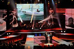12-12-2011 ALGEMEEN: NOS NOC NSF SPORTGALA: DEN HAAG<br /> De zoon van Thierry Schmitter neemt voor zijn vader de prijs in ontvangst voor de gehandicapte sporter van het jaar uit handen van Emile Roemer tijdens het NOC NSF Sportgala 2011 in Den Haag<br /> ©2011-WWW.FOTOHOOGENDOORN.NL