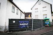 Frankfurt | 07 October 2016<br /> <br /> Am Freitag (07.10.2016) versammelten sich in Wetzlar etwa 80 Neonazis aus dem Umfeld der NPD, von neonazistischen Freien Kameradschaften, dem sog. Freien Netz Hessen und der Identit&auml;ren Bewegung zu einer Demonstration &quot;gegen &Uuml;berfremdung&quot;. Die geplante Demo-Route war von etwa 1600 Anti-Nazi-Aktivisten blockiert, daher wurde den Neonazis eine neue Demoroute durch Altstadt und Innenstadt von Wetzlar vorbei am Wetzlarer Dom zugewiesen. Auch hier stellten sich den Rechten immer wieder Aktivisten in den Weg.<br /> Hier: Die Gastst&auml;tte &quot;Hollywood&quot; in Leun, OT Stockhausen, wurde von den Neonazis f&uuml;r einen auf die Demo folgenden &quot;Balladenabend&quot; in &quot;Teutonicus&quot; umbenannt.<br /> <br /> photo &copy; peter-juelich.com<br /> <br /> FOTO HONORARPFLICHTIG, Sonderhonorar, bitte anfragen!