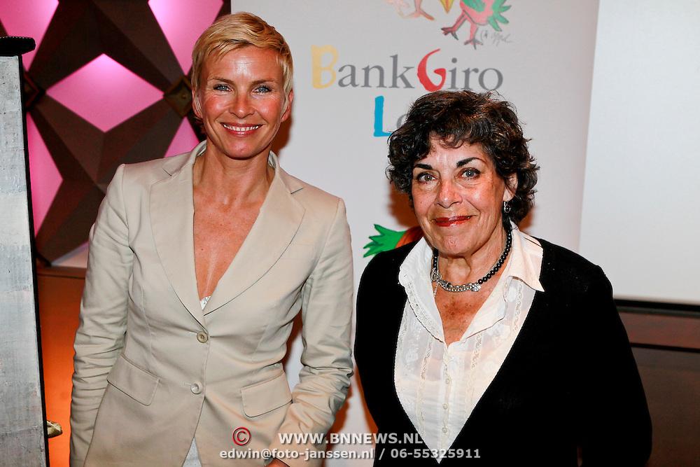 NLD/Hilversum/20110414 - Perspresentatie nieuw seizoen Sterren op het Doek, Anita Witzier en Hanneke Groentenman