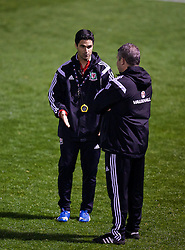 NEWPORT, WALES - Wednesday, November 4, 2015: Arsenal's Mikel Arteta takes a Wales training session ahead of the Under-16's Victory Shield International match at Dragon Park. (Pic by David Rawcliffe/Propaganda)