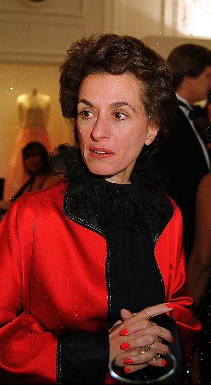 ROSE MARIE BRAVO Chief Executive of Burberry, at a reception in London on 17th November 1999.MZC 12