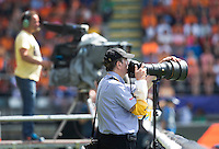 DEN HAAG - Peter Savage . photographer. WORLD CUP Hockey 2014. Fotograaf en TV camera.  COPYRIGHT  KOEN SUYK