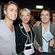 NLD/Uitgeest/20110117 - Uitreiking Populariteitsprijs Noord-Holland, John Ewbank,Carla Geels en Marco Borsato met de ouvreprijs