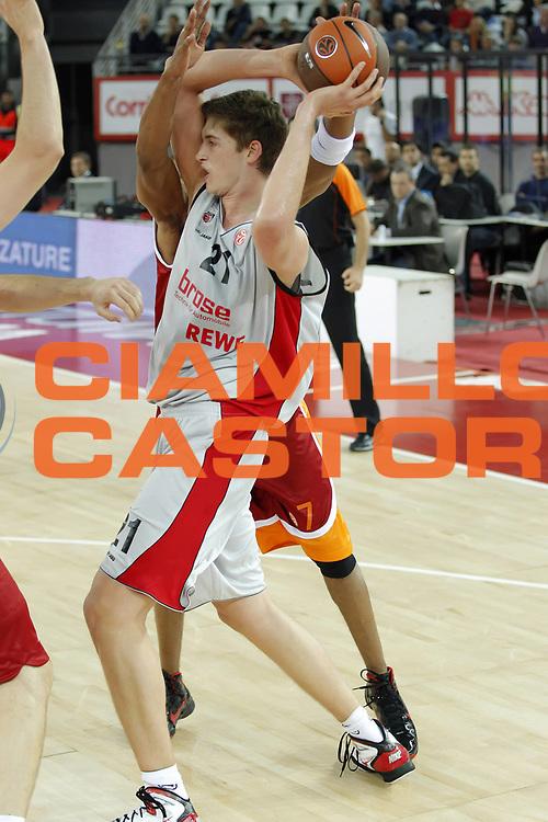 DESCRIZIONE : Roma Eurolega 2010-11 Lottomatica Virtus Roma Brose Baskets Bamberg<br /> GIOCATORE : Tibor Pleiss<br /> SQUADRA : Brose Baskets Bamberg<br /> EVENTO : Eurolega 2010-2011<br /> GARA :  Lottomatica Virtus Roma Brose Baskets Bamberg<br /> DATA : 20/10/2010<br /> CATEGORIA : passaggio<br /> SPORT : Pallacanestro <br /> AUTORE : Agenzia Ciamillo-Castoria/ElioCastoria<br /> Galleria : Eurolega 2010-2011<br /> Fotonotizia : Roma Eurolega Euroleague 2010-11 Lottomatica Virtus Roma Brose Baskets Bamberg<br /> Predefinita :