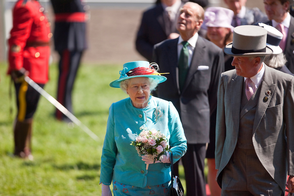 Queen Elizabeth II speaks with David Willmot, chairman of the Woodbine Entertainment Group prior to the running of the 151st running of the Queen's Plate at Woodbine racetrack in Toronto, Canada, July 4, 2010. <br /> AFP/GEOFF ROBINS/STR