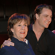NLD/Amsterdam/20060116 - Persconferentie musical Cabaret, cast, Anne Wil Blankers, Chris Tates, Ara Halici