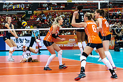 15-10-2018 JPN: World Championship Volleyball Women day 16, Nagoya<br /> Netherlands - USA 3-2 / Kimberly Hill #15 of USA, /nlus23/, Laura Dijkema #14 of Netherlands, Maret Balkestein-Grothues #6 of Netherlands, Lonneke Sloetjes #10 of Netherlands
