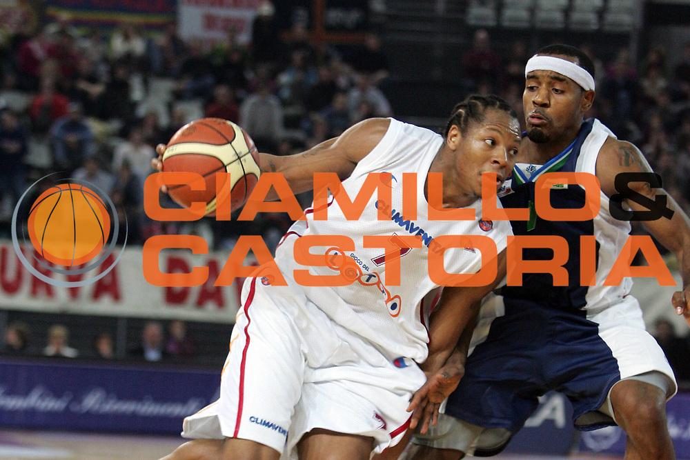 DESCRIZIONE : Roma Lega A1 2005-06 Lottomatica Virtus Roma Roseto Basket<br /> GIOCATORE : Hawkins<br /> SQUADRA : Lottomatica Virtus Roma<br /> EVENTO : Campionato Lega A1 2005-2006<br /> GARA : Lottomatica Virtus Roma Roseto Basket<br /> DATA : 30/12/2005<br /> CATEGORIA : <br /> SPORT : Pallacanestro<br /> AUTORE : Agenzia Ciamillo&amp;Castoria
