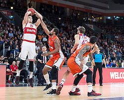 10.02.2016, ratiopharm arena, Ulm, GER, ULEB Eurocup, ratiopharm Ulm gegen FC Bayern Muenchen, Top 32 Runde, im Bild Paul Zipser #16 (FC Bayern), Da Sean Butler #17 (ratiopharm Ulm) // during the round of last 32 match of the ULEB Eurocup Basketball between ratiopharm Ulm an FC Bayern Munich at the ratiopharm arena in Ulm, Germany on 2016/02/10. EXPA Pictures © 2016, PhotoCredit: EXPA/ Eibner-Pressefoto/ Walther<br /> <br /> *****ATTENTION - OUT of GER*****