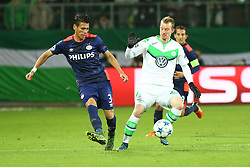 21.10.2015, Volkswagen Arena, Wolfsburg, GER, UEFA CL, VfL Wolfsburg vs PSV Eindhoven, Gruppe B, im Bild Hector Moreno (#3, PSV Eindhoven), Maximilian Arnold (#27, VfL Wolfsburg) // during UEFA Champions League group B match between VfL Wolfsburg and PSV Eindhoven at the Volkswagen Arena in Wolfsburg, Germany on 2015/10/21. EXPA Pictures © 2015, PhotoCredit: EXPA/ Eibner-Pressefoto/ Hundt<br /> <br /> *****ATTENTION - OUT of GER*****