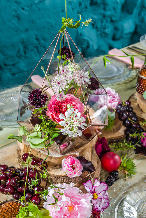 An editorial  'how to make' series by Lindsey Hunter of Get Knotted.  The company, run by Lindsey Hunter from her base in the Scottish Borders, can design, style organise and provide all the props and items needed for a wedding.