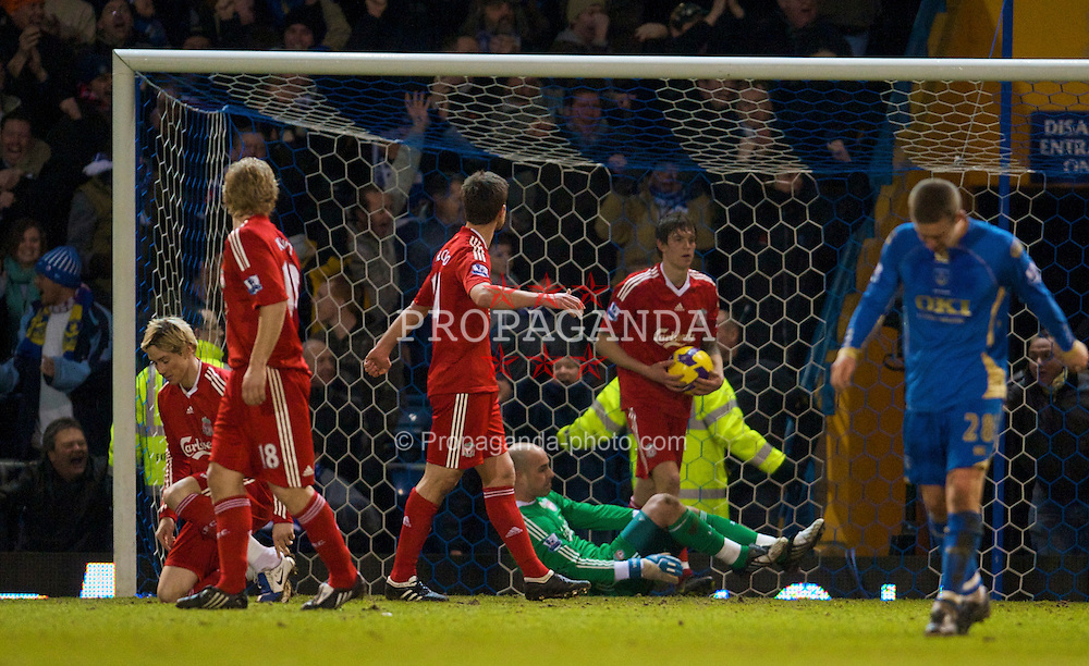 PORTSMOUTH, ENGLAND - Saturday, February 7, 2009: Liverpool's Fernando Torres, goalkeeper Pepe Reina and Daniel Agger look dejected as Portsmouth score the second goal during the Premiership match at Fratton Park. (Mandatory credit: David Rawcliffe/Propaganda)