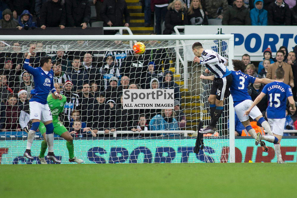 Aleksandar Mitrovic heads wide in the Newcastle v Everton 26 December 2015<br />