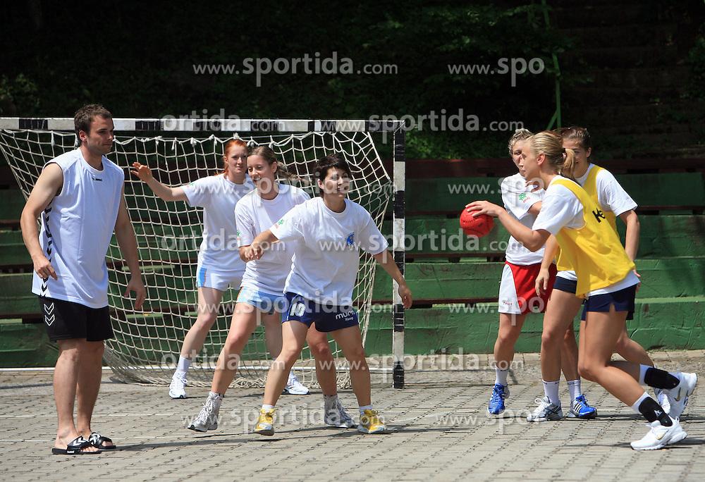 Zenska mladinska reprezentanca se predstavi na Otroski rokometni akademiji Urosa Z. v Dolenjskih toplicah, 27. junija 2008, Dolenjske toplice, Slovenija. (Photo by Vid Ponikvar / Sportal Images)