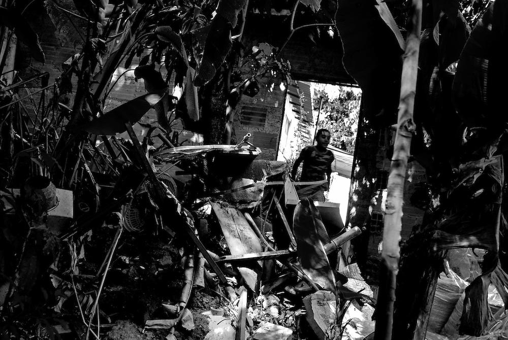 APUNTES SOBRE MI VIDA: LA PASTORA I - 2009/10<br /> Photography by Aaron Sosa<br /> Mario Antonio Montilla. La Familia Montilla, una de las casas mas visitadas durante mi niñez. Mario Antonio esta saliendo por la puerta trasera de la casa hacia un gran patio ubicado en la ribera de una quebrada embaulada.<br /> La Pastora, Caracas - Venezuela 2009<br /> (Copyright © Aaron Sosa)