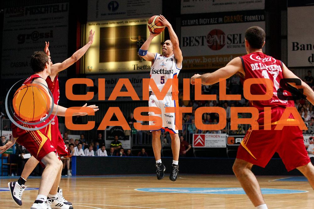 DESCRIZIONE : Cantu Lega A1 2007-08 Playoff Quarti di Finale Gara 4 Tisettanta Cantu Lottomatica Virtus Roma <br /> GIOCATORE : DaShaun Wood<br /> SQUADRA : Tisettanta Cantu <br /> EVENTO : Campionato Lega A1 2007-2008 <br /> GARA : Tisettanta Cantu Lottomatica Virtus Roma <br /> DATA : 17/05/2008 <br /> CATEGORIA : Tiro<br /> SPORT : Pallacanestro <br /> AUTORE : Agenzia Ciamillo-Castoria/G.Cottini<br /> Galleria : Lega Basket A1 2007-2008 <br /> Fotonotizia : Cantu Campionato Italiano Lega A1 2007-2008 Playoff Quarti di Finale Gara 4 Tisettanta Cantu Lottomatica Virtus Roma <br /> Predefinita :