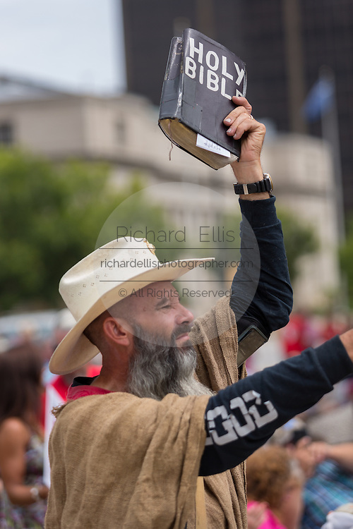 "An Evangelical Christian holds up a bible during the ""Stand With God"" rally  August 29, 2015 in Columbia, SC. Thousands of conservative Christians gathered at the State House to rally against gay marriage and listen to GOP presidential candidates Gov. Rick Perry and Sen. Ted Cruz speak."