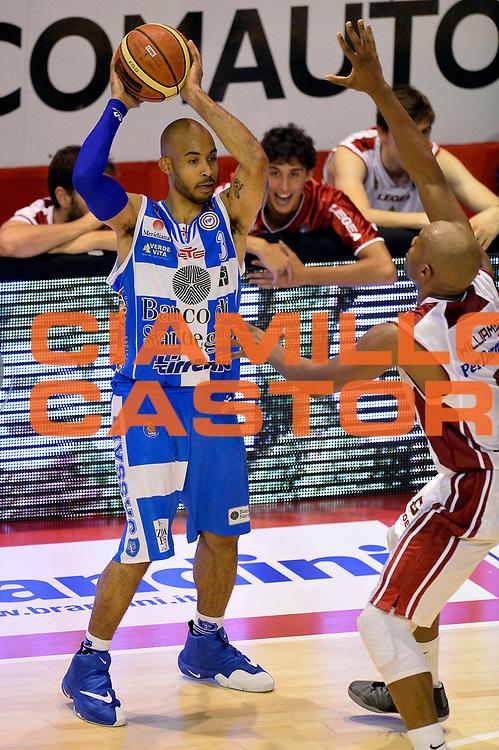 DESCRIZIONE : Pistoia Lega A 2014-2015 Giorgio Tesi Group Pistoia Banco di Sardegna Sassari<br /> GIOCATORE : David Logan<br /> CATEGORIA : passaggio<br /> SQUADRA : Banco di Sardegna Sassari<br /> EVENTO : Campionato Lega A 2014-2015<br /> GARA : Giorgio Tesi Group Pistoia Banco di Sardegna Sassari<br /> DATA : 20/10/2014<br /> SPORT : Pallacanestro<br /> AUTORE : Agenzia Ciamillo-Castoria/GiulioCiamillo<br /> GALLERIA : Lega Basket A 2014-2015<br /> FOTONOTIZIA : Pistoia Lega A 2014-2015 Giorgio Tesi Group Pistoia Banco di Sardegna Sassari<br /> PREDEFINITA :