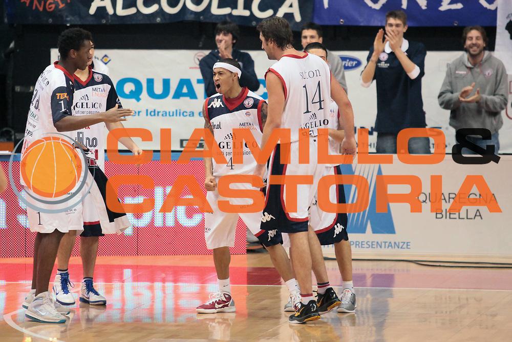 DESCRIZIONE : Biella Lega A 2010-11 Angelico Biella Montepaschi Siena<br /> GIOCATORE : A J Slaughter<br /> SQUADRA : Angelico Biella<br /> EVENTO : Campionato Lega A 2010-2011<br /> GARA : Angelico Biella Montepaschi Siena<br /> DATA : 06/03/2011<br /> CATEGORIA : Esultanza<br /> SPORT : Pallacanestro<br /> AUTORE : Agenzia Ciamillo-Castoria/S.Ceretti<br /> Galleria : Lega Basket A 2010-2011<br /> Fotonotizia : Biella Lega A 2010-11 Angelico Biella Montepaschi Siena<br /> Predefinita :