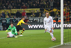 13.02.2015, Signal Iduna Park, Dortmund, GER, 1. FBL, Borussia Dortmund vs 1. FSV Mainz 05, 21. Runde, im Bild Pierre-Emerick Aubameyang (Borussia Dortmund #17) mit dem Tor zum 3:2 gegen Torwart Stefanos Kapino (FSV Mainz 05 #1) und Pierre Bengtsson (FSV Mainz 05 #7) // during the German Bundesliga 21th round match between Borussia Dortmund and 1. FSV Mainz 05 at the Signal Iduna Park in Dortmund, Germany on 2015/02/13. EXPA Pictures &copy; 2015, PhotoCredit: EXPA/ Eibner-Pressefoto/ Schueler<br /> <br /> *****ATTENTION - OUT of GER*****