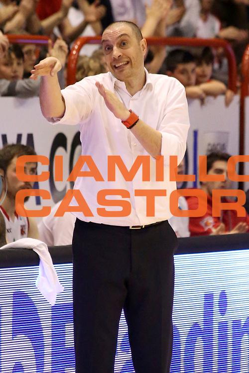 DESCRIZIONE : Campionato 2015/16 Giorgio Tesi Group Pistoia Dolomiti Energia Trentino<br /> GIOCATORE : Esposito Vincenzo<br /> CATEGORIA : Coach Allenatore Mani <br /> SQUADRA : Giorgio Tesi Group Pistoia<br /> EVENTO : LegaBasket Serie A Beko 2015/2016<br /> GARA : Giorgio Tesi Group Pistoia - Dolomiti Energia Trentino<br /> DATA : 31/01/2016<br /> SPORT : Pallacanestro <br /> AUTORE : Agenzia Ciamillo-Castoria/S.D'Errico<br /> Galleria : LegaBasket Serie A Beko 2015/2016<br /> Fotonotizia : Campionato 2015/16 Giorgio Tesi Group Pistoia - Dolomiti Energia Trentino<br /> Predefinita :