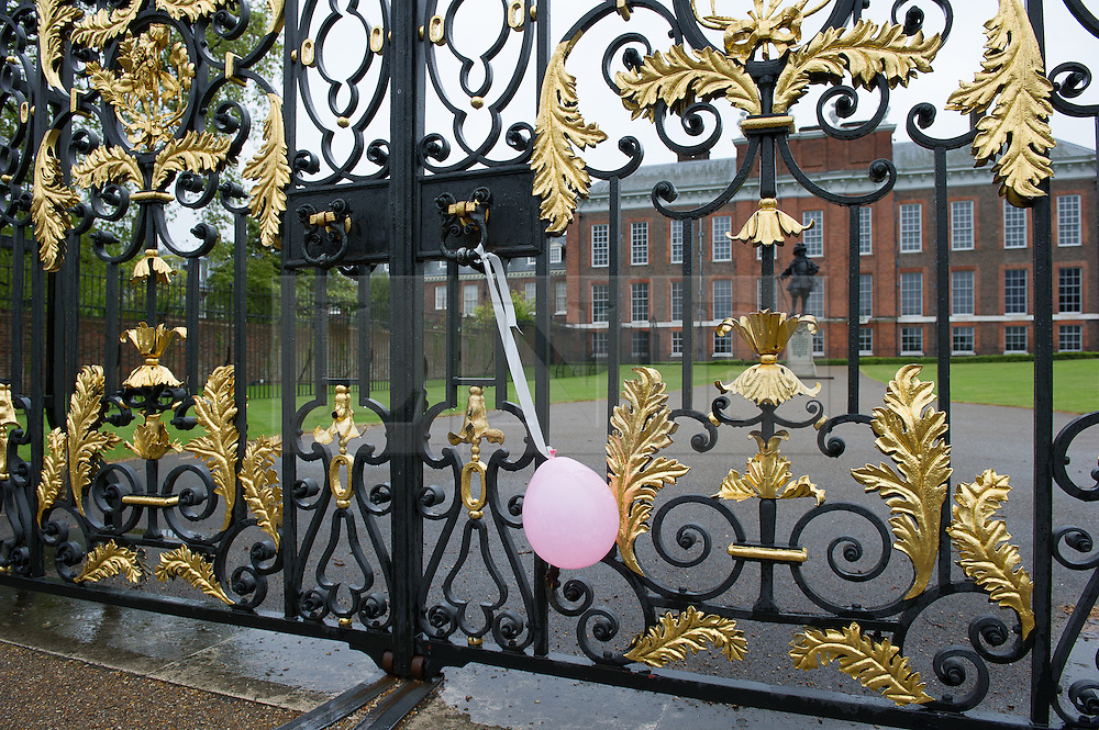 © London News Pictures. 03/04/15. London, UK. A pink balloon hangs outside Kensington Palace to celebrate the arrival of the new royal Princess, Central London. Photo credit: Laura Lean/LNP