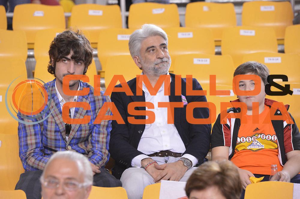 DESCRIZIONE : Roma Lega A 2012-2013 Acea Roma Lenovo Cantu playoff semifinale gara 7<br /> GIOCATORE : Carlo Antonetti<br /> CATEGORIA : Tifosi<br /> SQUADRA : Acea Roma<br /> EVENTO : Campionato Lega A 2012-2013 playoff semifinale gara 7<br /> GARA : Acea Roma Lenovo Cantu<br /> DATA : 06/06/2013<br /> SPORT : Pallacanestro <br /> AUTORE : Agenzia Ciamillo-Castoria/GiulioCiamillo<br /> Galleria : Lega Basket A 2012-2013  <br /> Fotonotizia : Roma Lega A 2012-2013 Acea Roma Lenovo Cantu playoff semifinale gara 7<br /> Predefinita :
