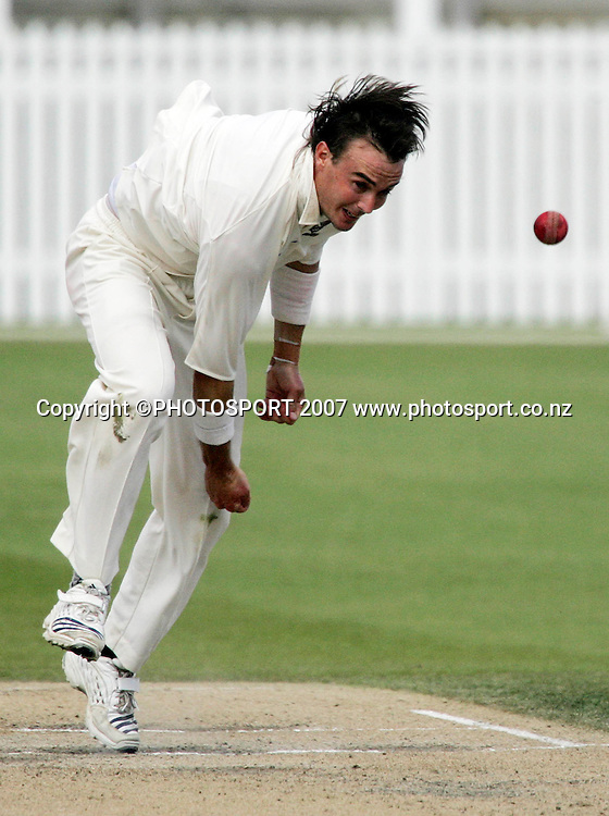 Northern District's Graeme Aldridge bowls a delivery during the State Championship Cricket Final between Northern Districts and Canterbury at Seddon Park, Hamilton, New Zealand on Sunday 25 March 2007. Photo: Hagen Hopkins/PHOTOSPORT<br /><br /><br /><br />250307