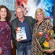 NLD/Den Haag/20180920 - Minister Ingrid van Engelshoven reikt de Life Time Achievement Award uit aan Thomas Tol, Thomas Tol met zijn partner Willy  en Minister Ingrid van Engelshoven