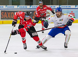 12.04.2018, Tiroler Wasserkraft Arena, Innsbruck, AUT, Eishockey Testspiel, Österreich vs Italien, während dem Eishockey Testspiel Österreich vs Italien am Donnerstag, 12. April 2018 in Innsbruck, im Bild v.l.: Marco Richter (AUT) und Marco Insam (ITA) // during the International Icehockey Friendly match between Austria and Italy at the Tiroler Wasserkraft Arena in Innsbruck, Austria on 2018/04/12. EXPA Pictures © 2018, PhotoCredit: EXPA/ Jakob Gruber