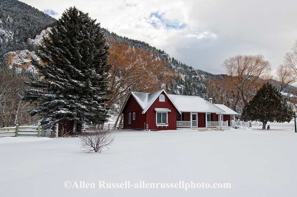 Ranch house, Paradise Valley, south of Livingston, Montana, horseshoe gate, PROPERTY RELEASED